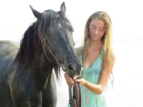 CarolineJoana Horses and Greece on Facebook Horse Riding SARTI Chalkidiki Reiturlaub am MEER @ Ausritte in die Natur ringsum SARTI! Wir haben auch für Sie und ihre Familie das passende Angebot. Wir bieten ein Standard Programm oder auch auf ihren individuellen Wunsch hin. Kid´s Club oder Sternenritt, wir haben verschiedene Tages Programme. Ausritt an den Strand, schwimmen mit Pferd, Photoshootings, in einmaliger Location und ein Erlebnis der besonderen ART, ein Highlight in SARTI. Das geheime Paradies auf der Chalkidiki, läßt keine Urlaubs Wünsche offen. Das Kristallklare türkise Meer wird auch Sie überzeugen, Badeurlaub und Reiturlaub in einem. Familienurlaub nach MAß, da ist für jeden etwas dabei! Checken Sie ein, in eine Unterkunft ihrer Wahl in Sarti, Hotel oder Apartment wir gestalten dann ihr Wunsch Reitprogramm gemeinsam. Vor Ort Tel. 0030-69 47 246 246 https://web.facebook.com/Horseridingsarti/ Horse Riding Sarti